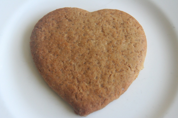 1 heart cookie white plate small