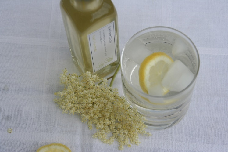 Elderflower cordial drink small
